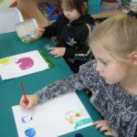Przedszkolaki malują Ziemię