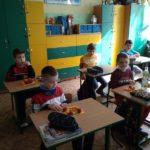 zdrowy posiłek uczniów