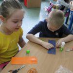 Przedszkolaki zdobią zakładki